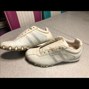 Sketchers Tennis Shoes